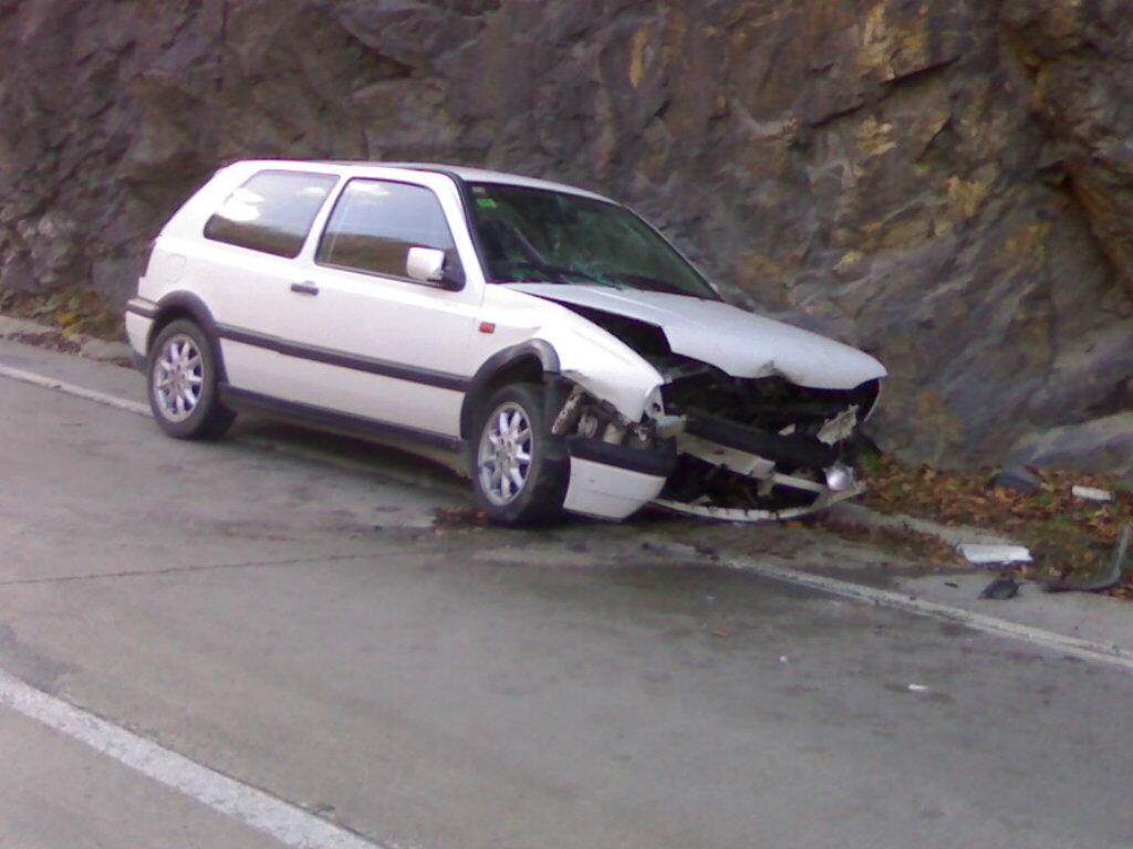 Volkswagen Golf-III avariat 2010 Benzina Berlina - 14 Decembrie 2010 - Poza 4