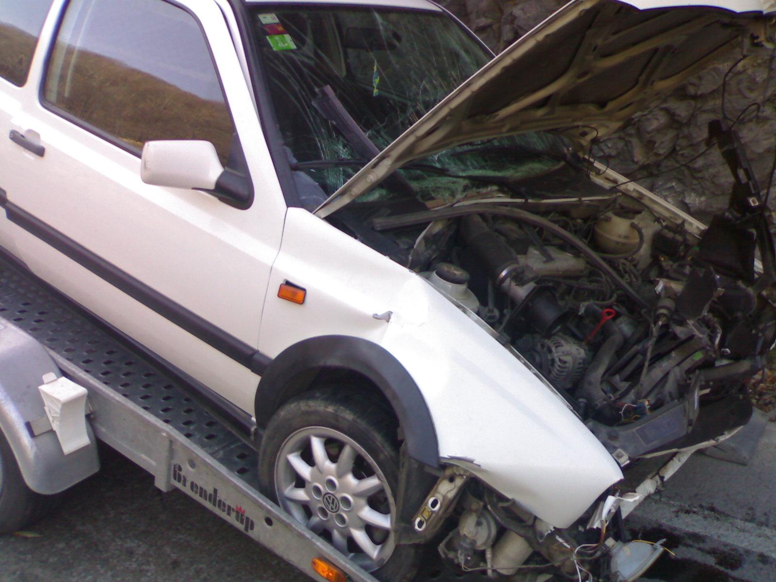 Volkswagen Golf-III avariat 2010 Benzina Berlina - 14 Decembrie 2010 - Poza 1