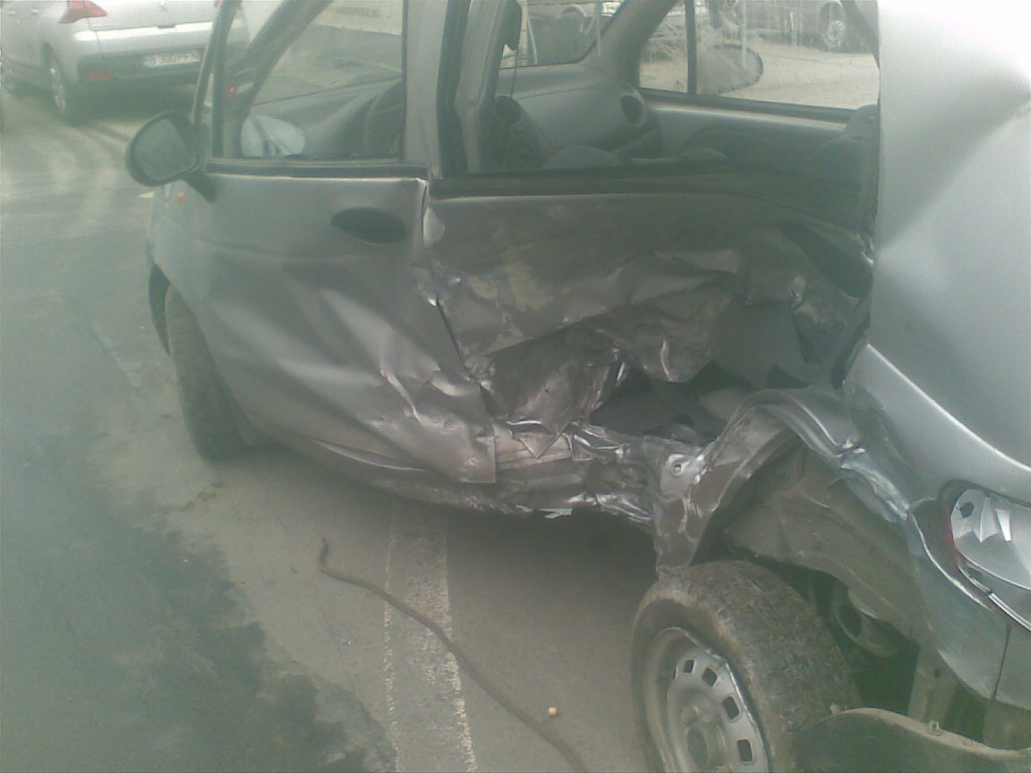 Daewoo Matiz avariat 2004 Benzina Hatchback - 18 Decembrie 2010 - Poza 5
