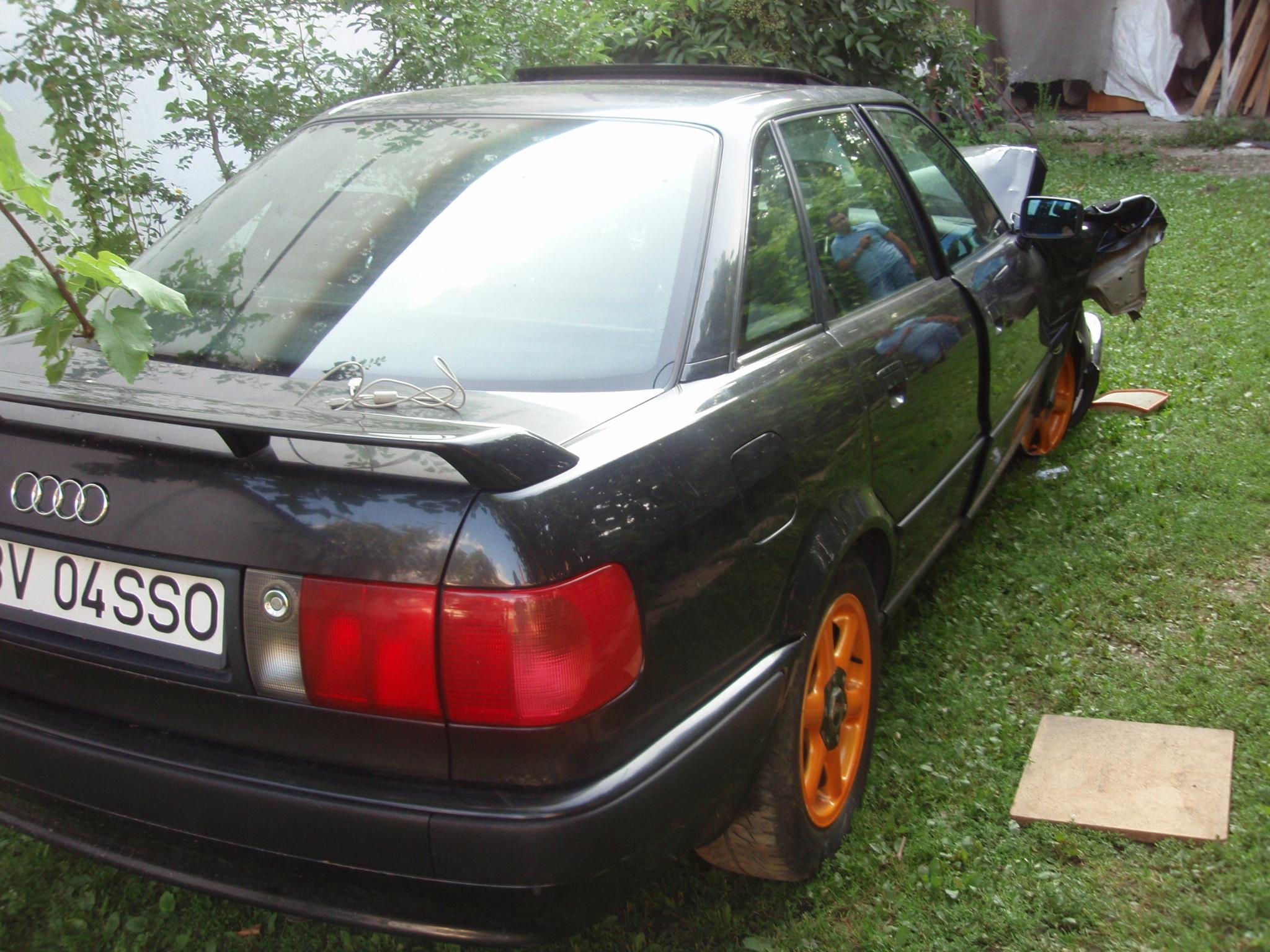 Audi 80 avariat 1993 Benzina Berlina - 25 Iulie 2011 - Poza 1