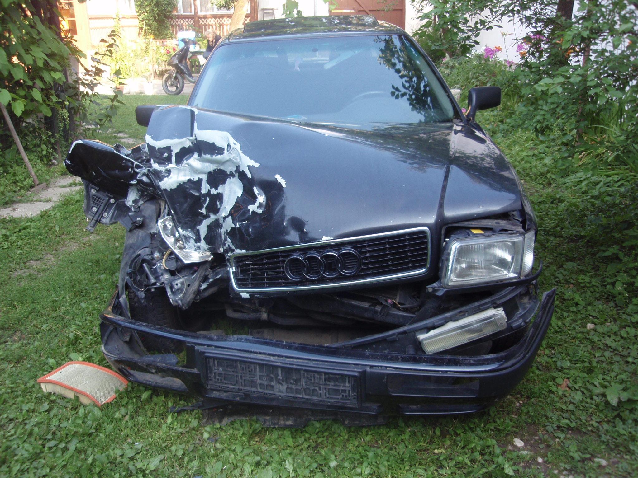 Audi 80 avariat 1993 Benzina Berlina - 25 Iulie 2011 - Poza 5