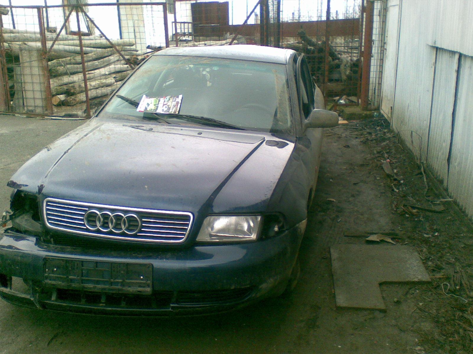 Audi A4 avariat 1996 Benzina Berlina - 04 Mai 2011 - Poza 1