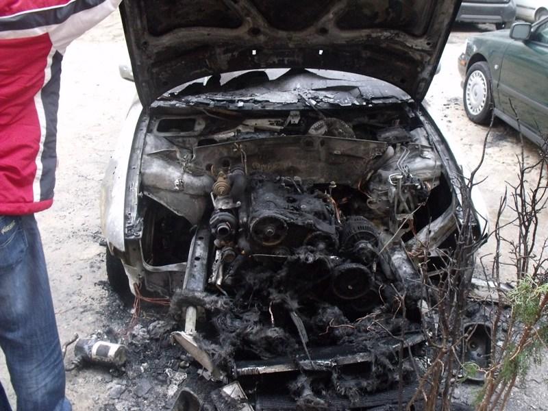 Audi A4 avariat 1998 Diesel Berlina - 02 Aprilie 2011 - Poza 2