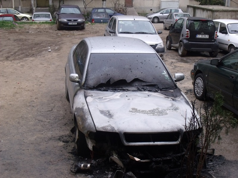 Audi A4 avariat 1998 Diesel Berlina - 02 Aprilie 2011 - Poza 3