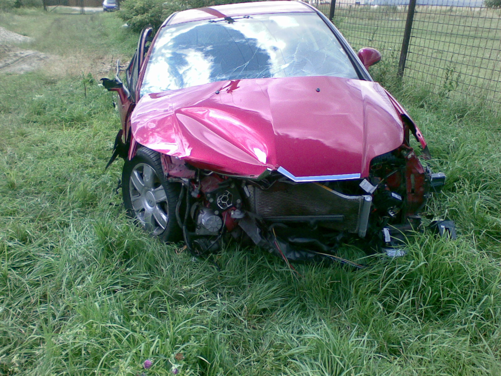 Citroen C4 avariat 2005 Benzina Coupe - 07 Noiembrie 2011 - Poza 1