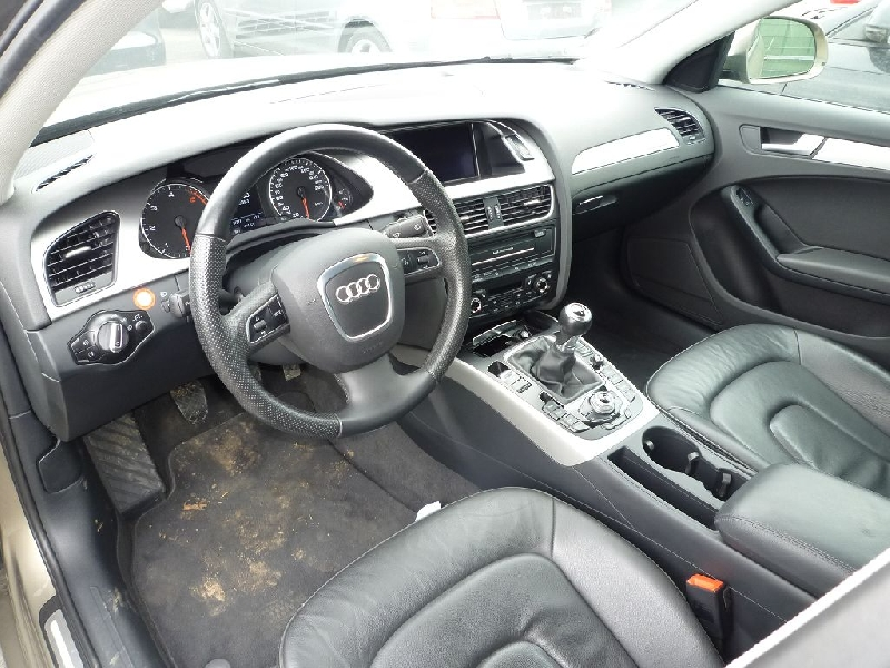 Dezmembrez Audi A4 - Poza 2