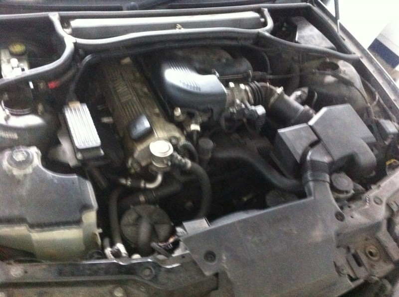 Dezmembrez BMW 318 - Poza 3
