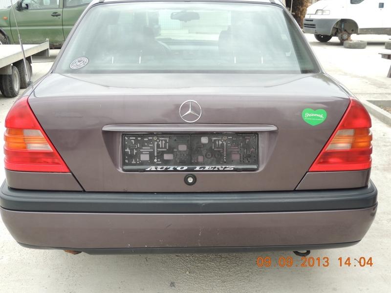 Dezmembrez Mercedes 220 - Poza 1