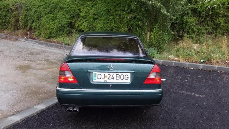 Dezmembrez Mercedes C180 - Poza 1
