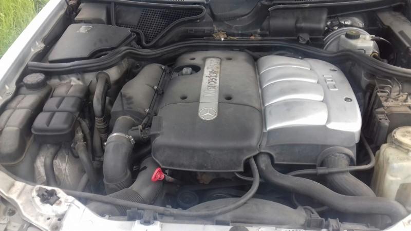 Dezmembrez Mercedes E220 - Poza 3