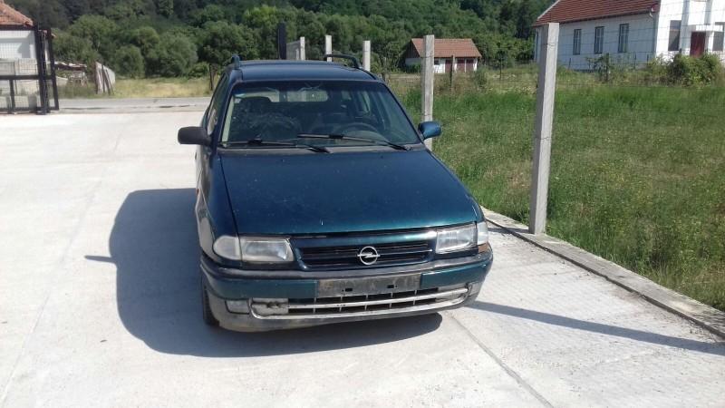 Dezmembrez Opel Astra-F - Poza 1