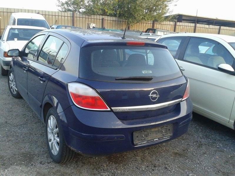 Dezmembrez Opel Astra-H - Poza 2