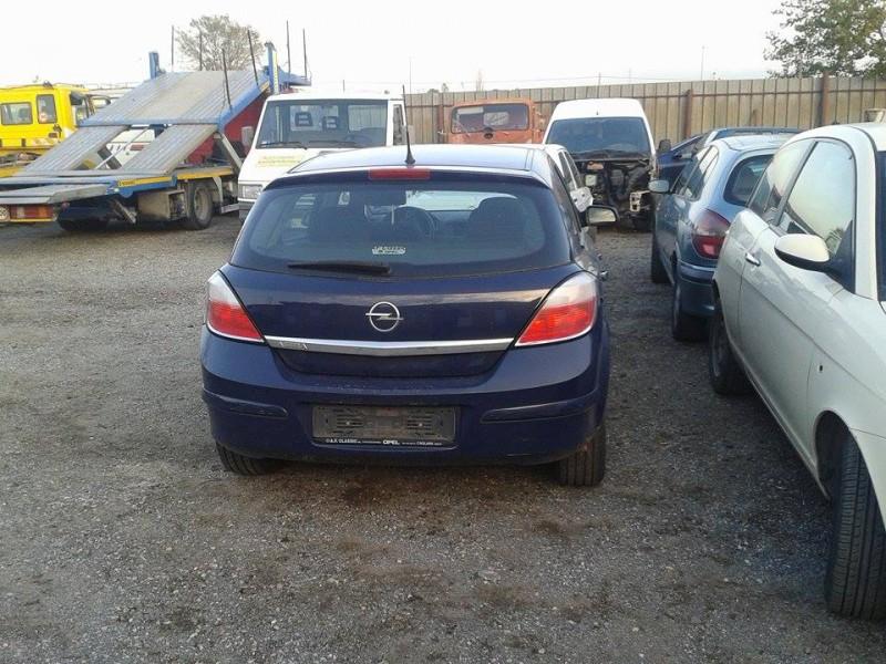 Dezmembrez Opel Astra-H - Poza 3