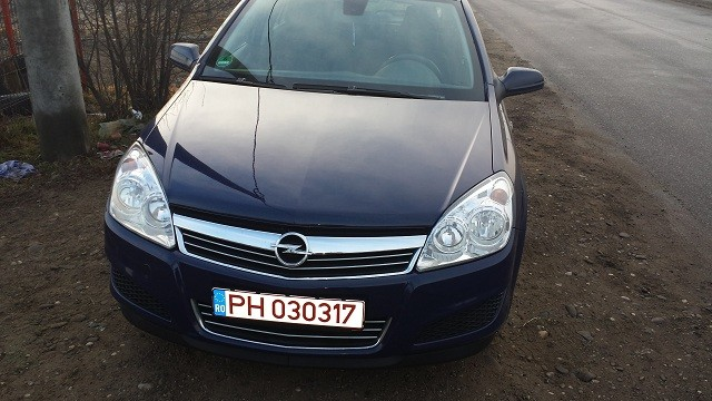 Dezmembrez Opel Astra-H - Poza 1