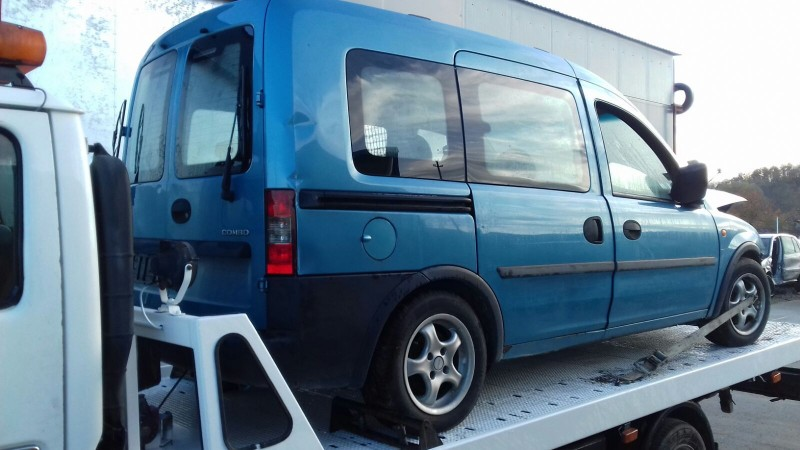 Dezmembrez Opel Combo - Poza 1
