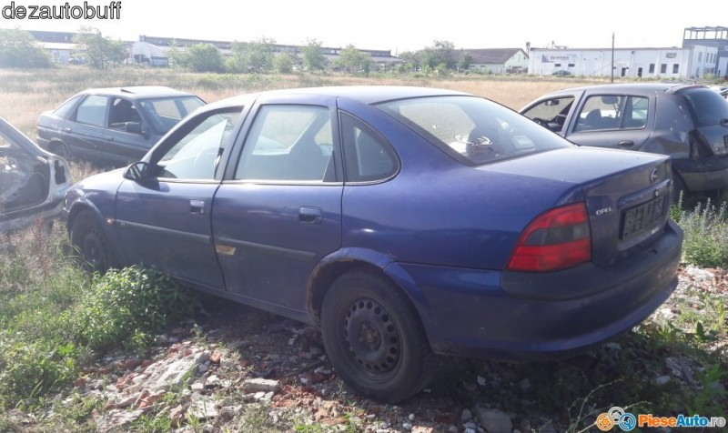 Dezmembrez Opel Vectra-B - Poza 4