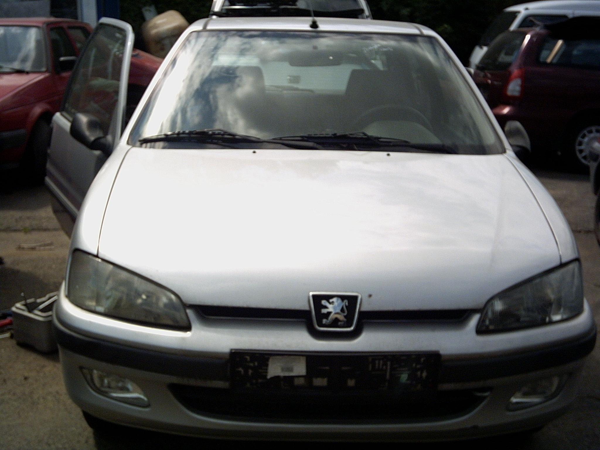 Dezmembrez Peugeot 106 1998 Benzina Coupe - 16 Octombrie 2011 - Poza 4