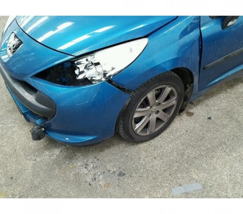 Dezmembrez Peugeot 207 - Poza 2