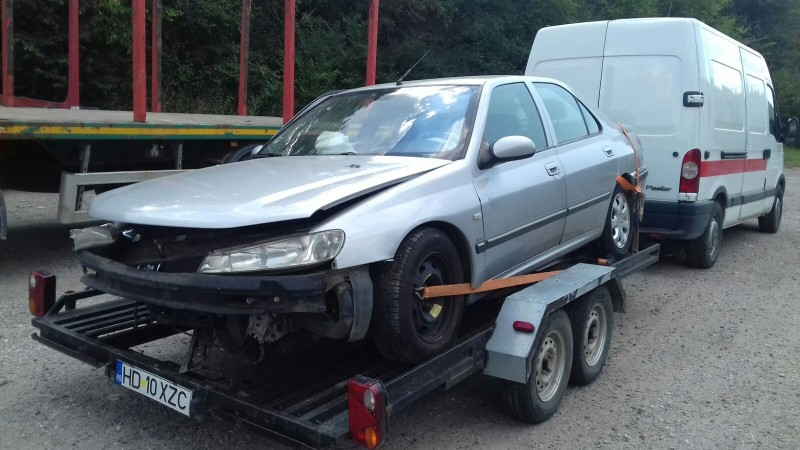 Dezmembrez Peugeot 406 - Poza 4