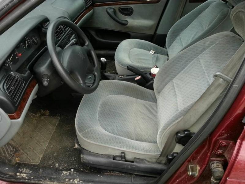 Dezmembrez Peugeot 406 - Poza 2