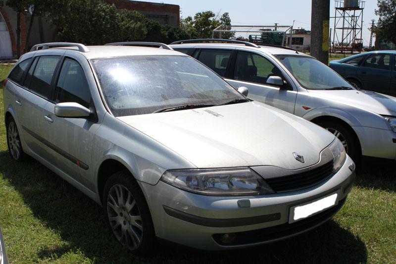 Dezmembrez Renault Laguna 2 din anul 2003, motor, cutie, orice piesa, accesorii, elemente caroserie, etc Renault Laguna-II - 05 Mai 2011 - Poza 4