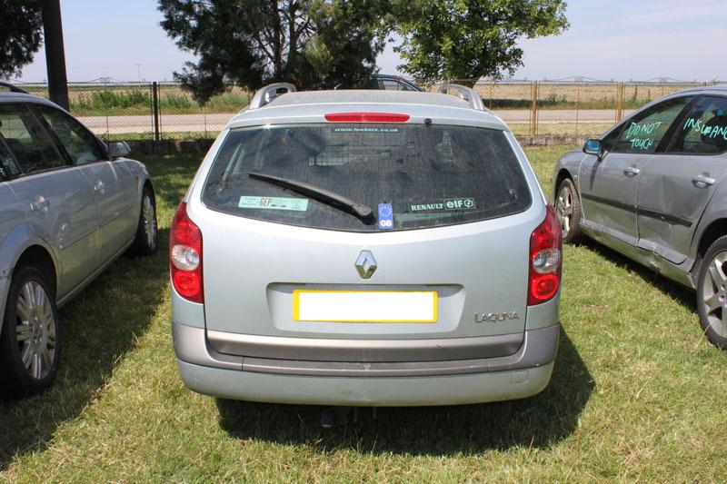 Dezmembrez Renault Laguna 2 din anul 2003, motor, cutie, orice piesa, accesorii, elemente caroserie, etc Renault Laguna-II - 05 Mai 2011 - Poza 3