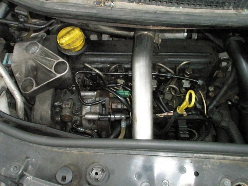 Dezmembrez Renault Scenic - Poza 3
