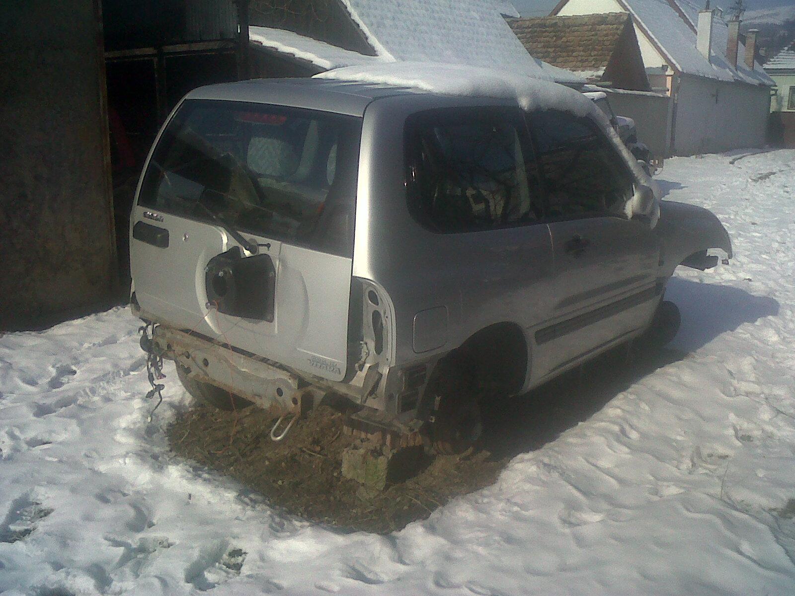 Dezmembrez Suzuki Vitara 2011 Benzina SUV - 31 Ianuarie 2011 - Poza 4
