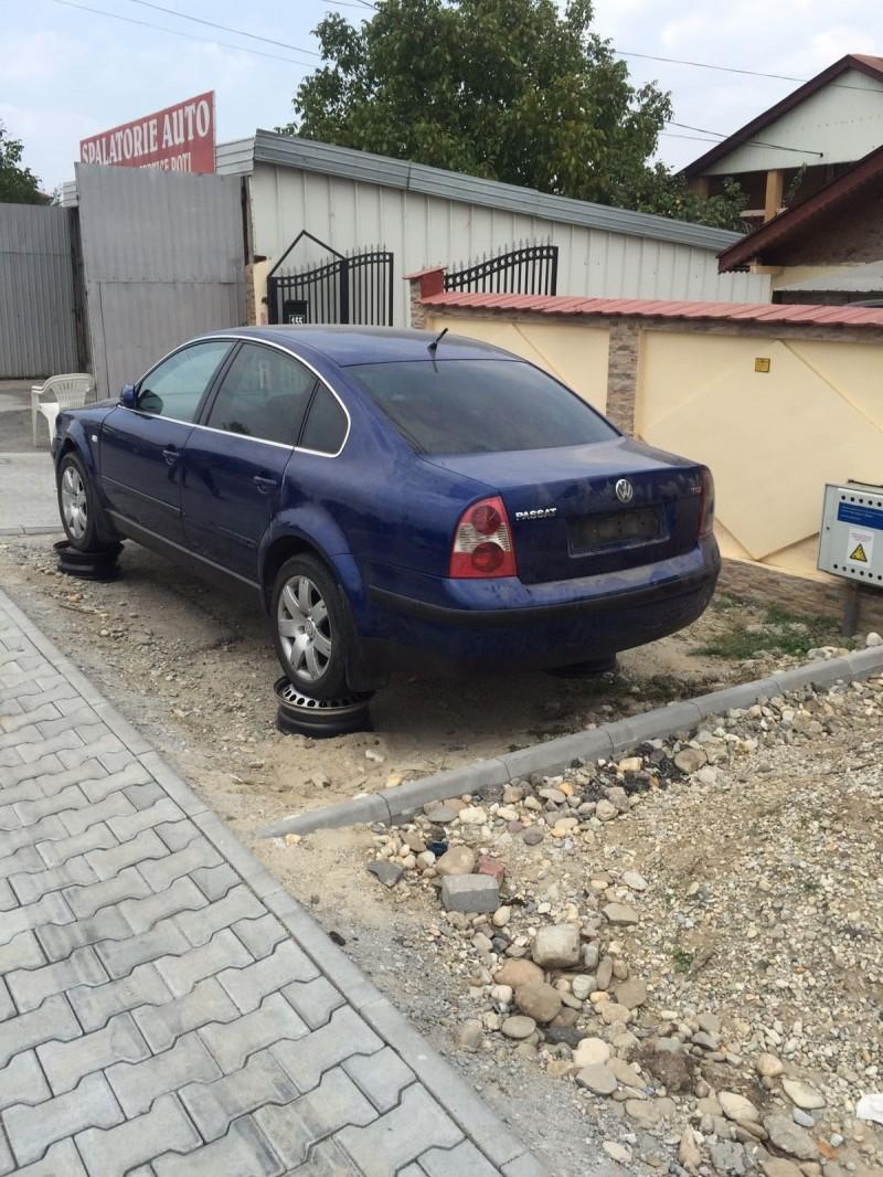 Dezmembrez Volkswagen Passat - Poza 2