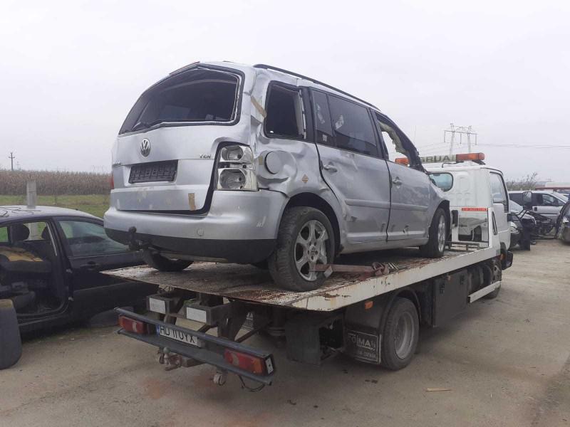 Dezmembrez Volkswagen Touran - Poza 4