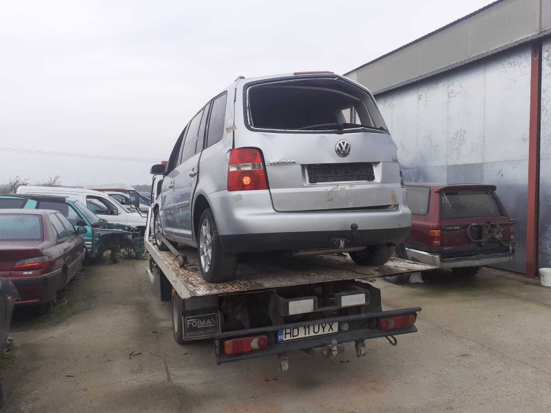 Dezmembrez Volkswagen Touran - Poza 3