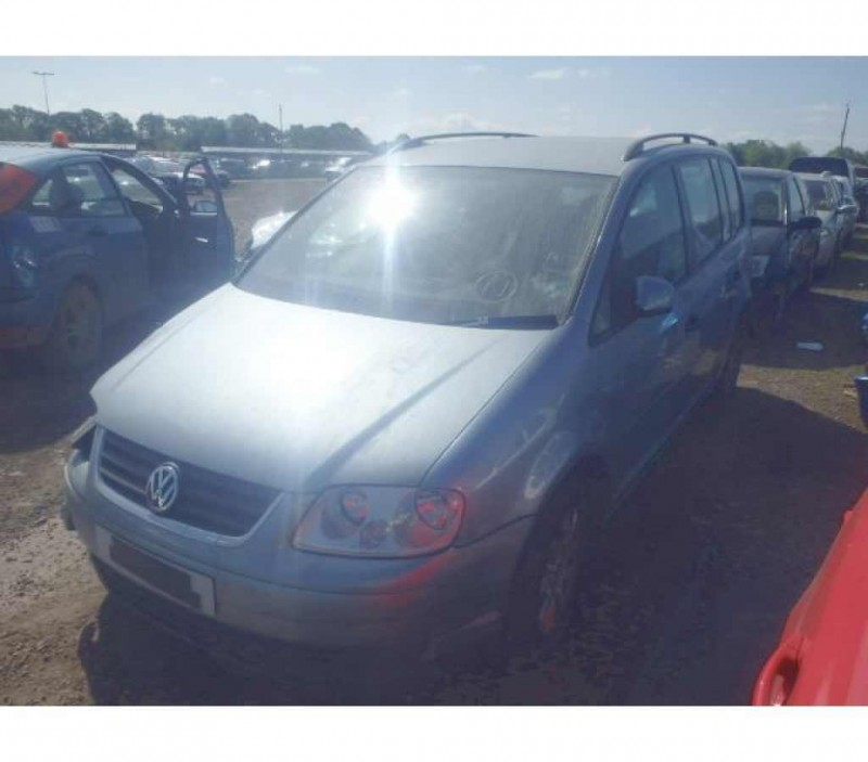 Dezmembrez Volkswagen Touran - Poza 2