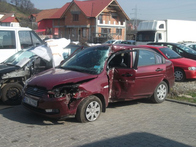 Hyundai Accent avariat 2007 Benzina Berlina - 11 Iulie 2011 - Poza 1