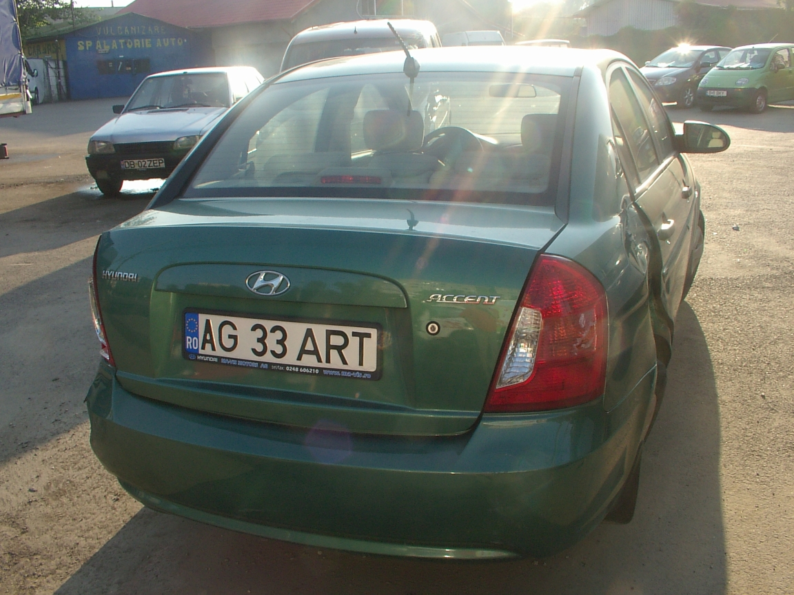 Hyundai Accent avariat 2007 Benzina Berlina - 01 August 2011 - Poza 3