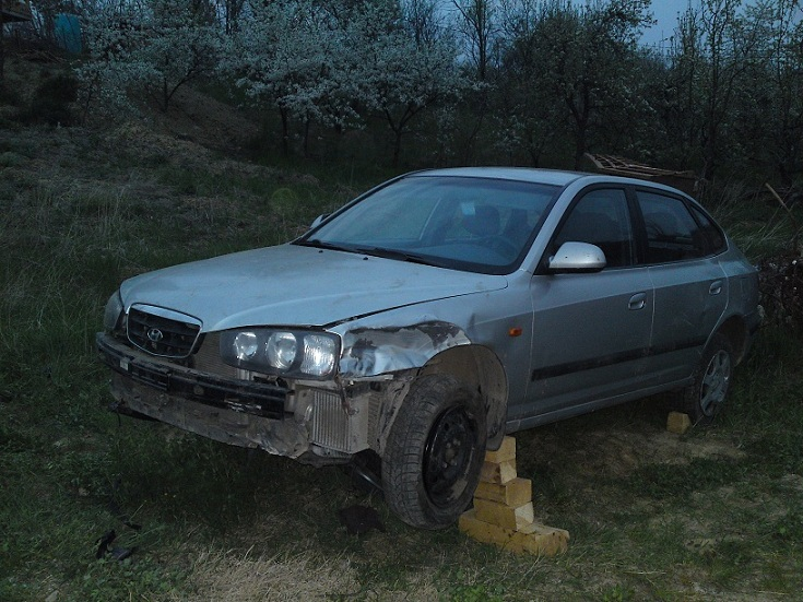 Hyundai Elantra avariat 2001 Diesel Hatchback - 29 Aprilie 2011 - Poza 2