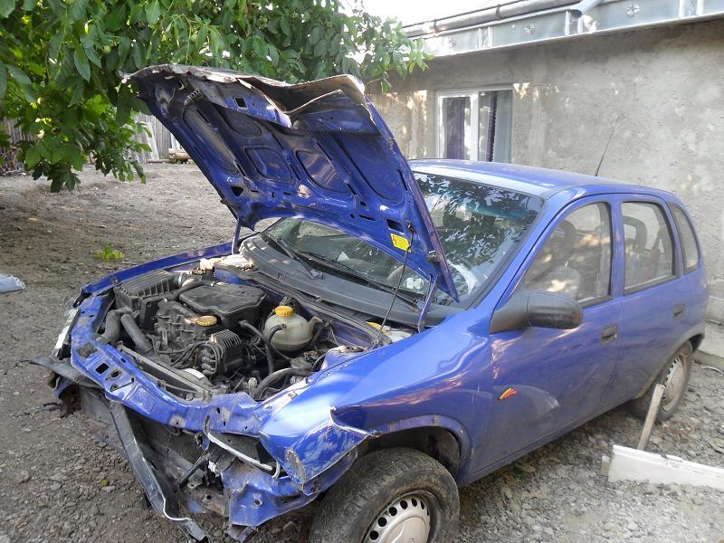 Opel Corsa-B avariat 1997 Benzina Hatchback - 31 Iulie 2011 - Poza 2