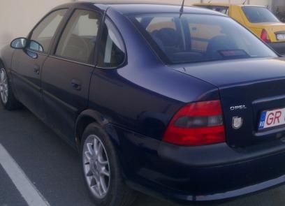 Opel Vectra avariat 1997 Benzina Berlina - 12 Aprilie 2013 - Poza 2