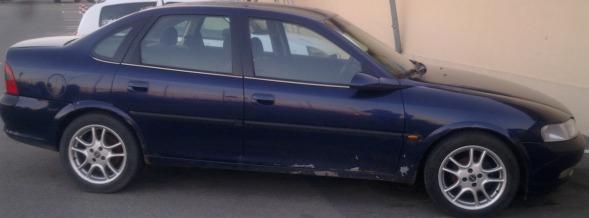 Opel Vectra avariat 1997 Benzina Berlina - 12 Aprilie 2013 - Poza 1
