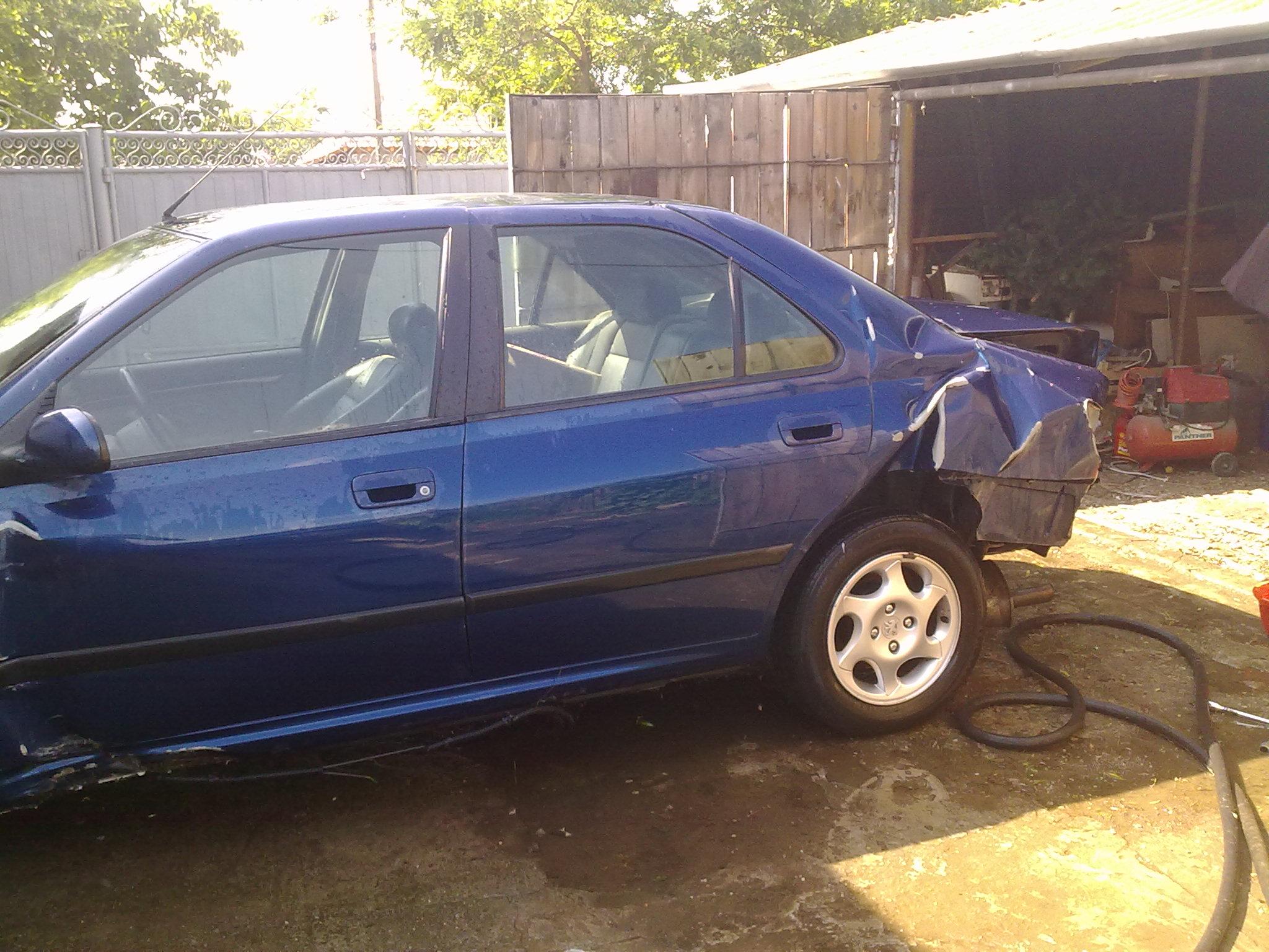 Peugeot 406 avariat 1997 Benzina Berlina - 04 Iunie 2011 - Poza 1