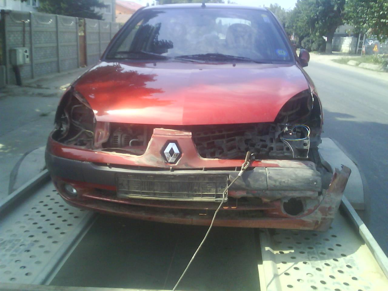 Renault Clio-II avariat 2006 Benzina Berlina - 11 Iunie 2011 - Poza 1