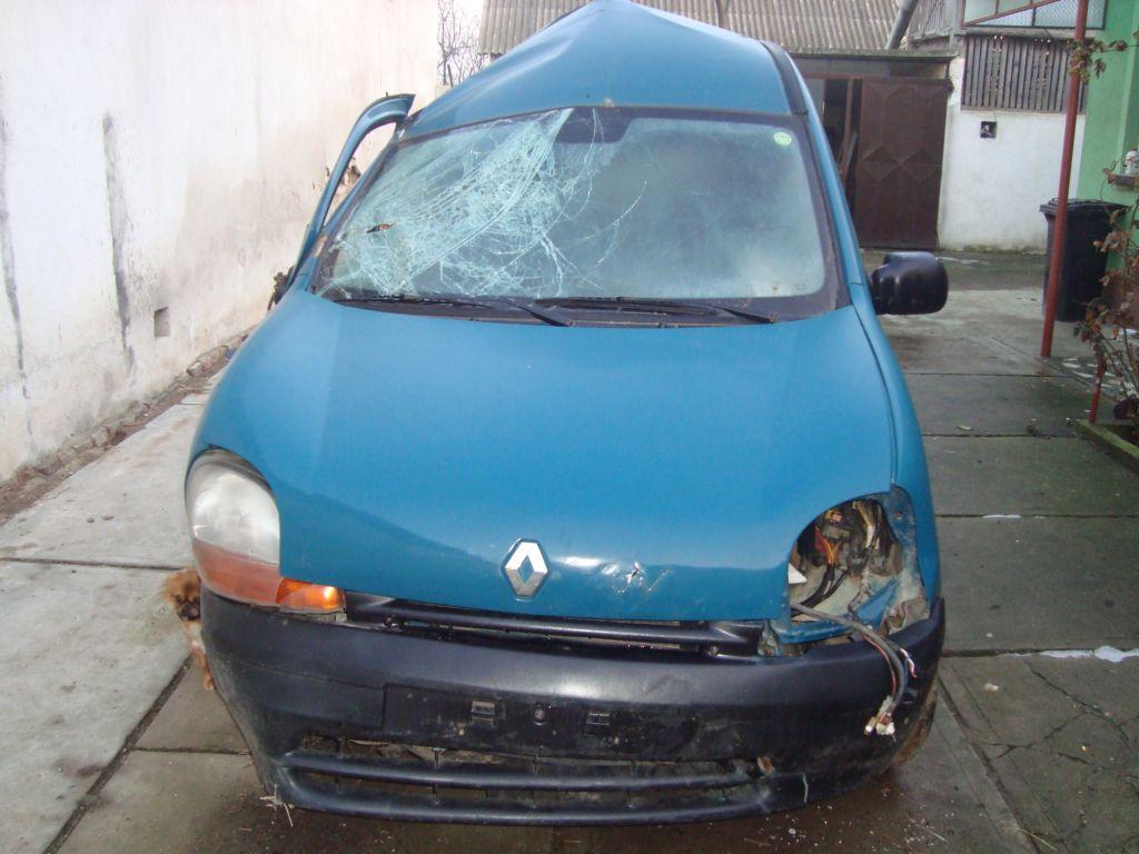 Renault Kangoo avariat 2000 Diesel Monovolum - 09 Februarie 2011 - Poza 4