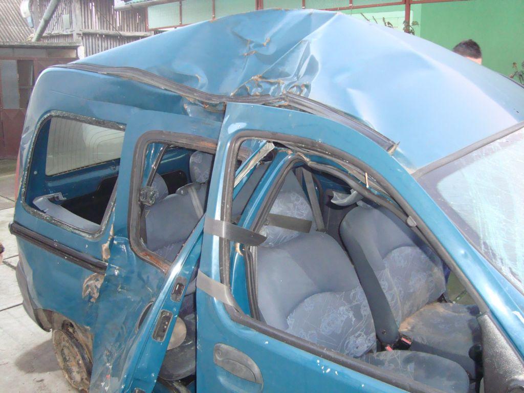 Renault Kangoo avariat 2000 Diesel Monovolum - 09 Februarie 2011 - Poza 3