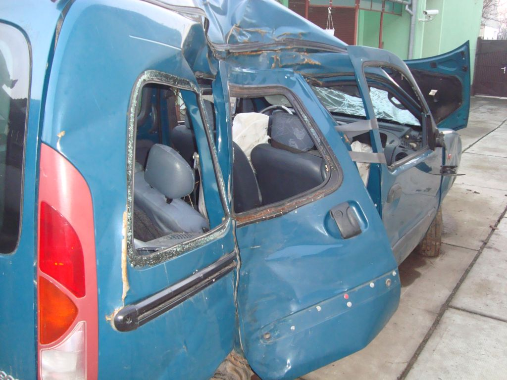 Renault Kangoo avariat 2000 Diesel Monovolum - 09 Februarie 2011 - Poza 2