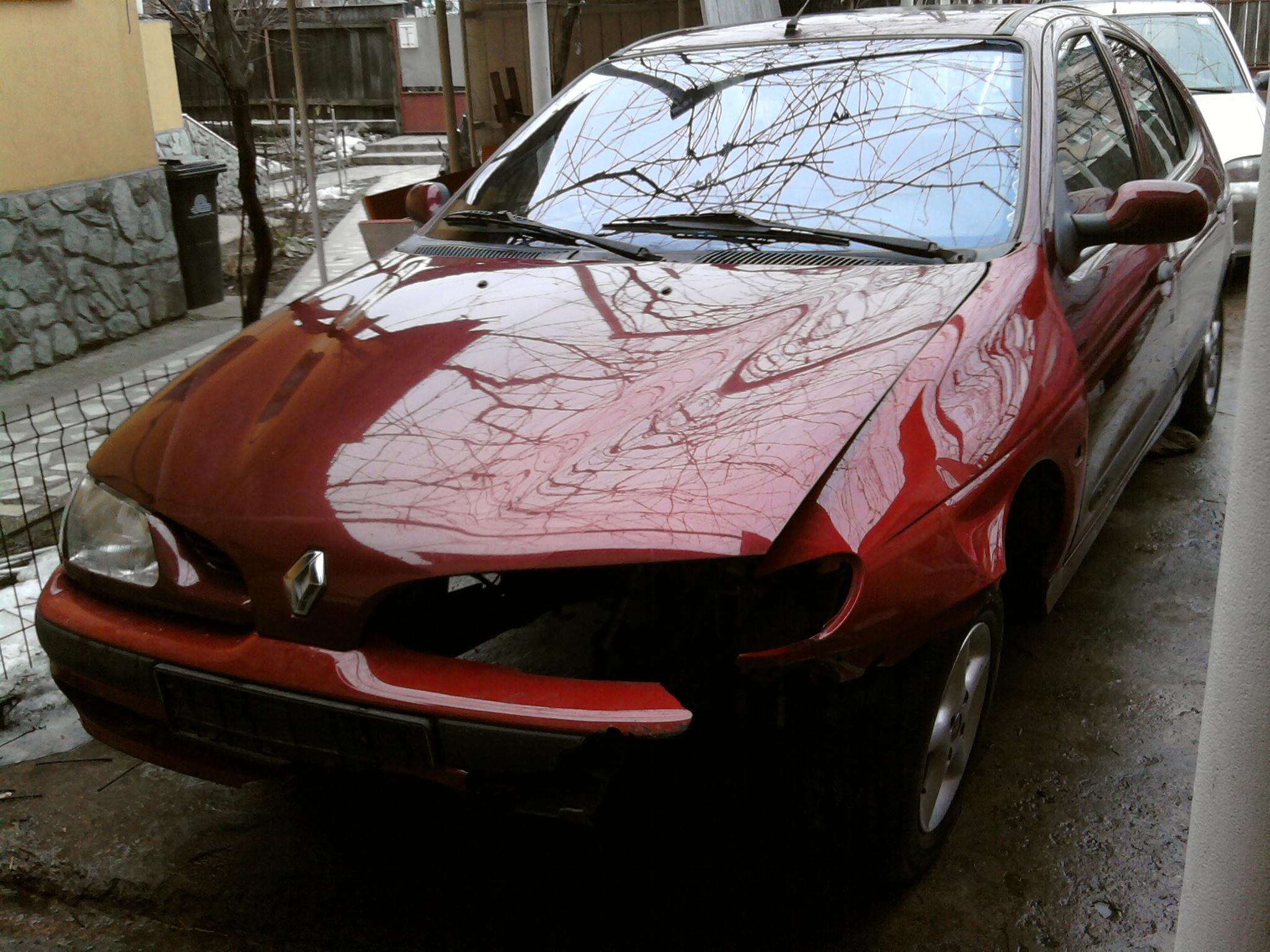 Renault Megane avariat 1995 Benzina Berlina - 14 Februarie 2011 - Poza 4