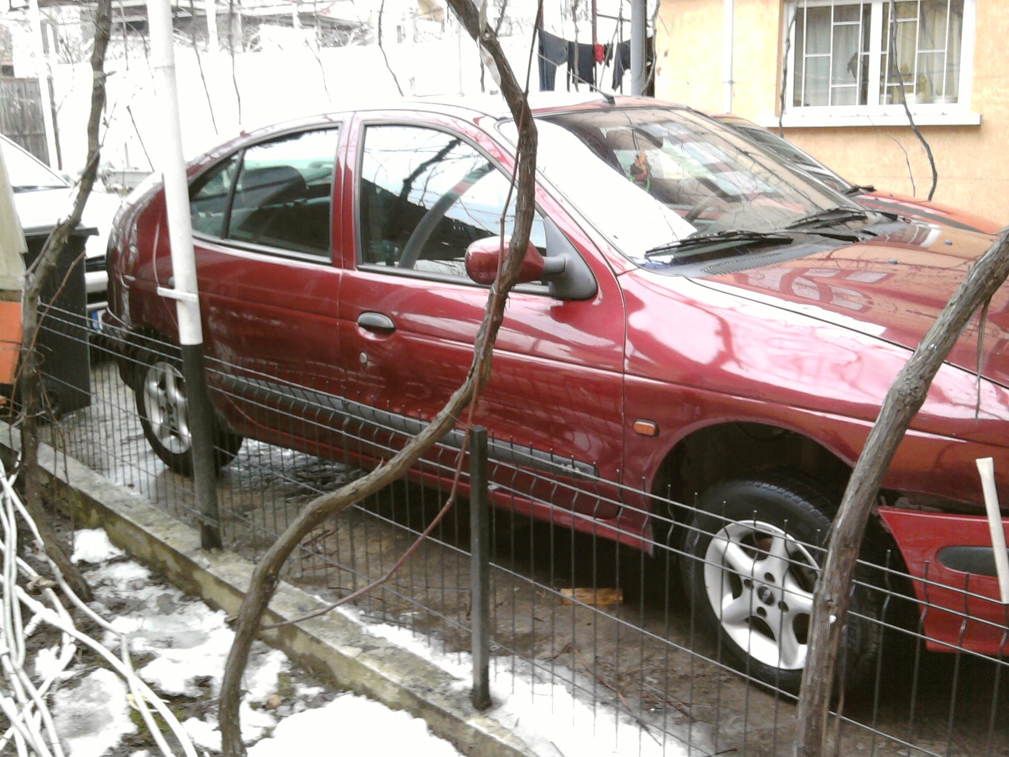 Renault Megane avariat 1995 Benzina Berlina - 14 Februarie 2011 - Poza 2