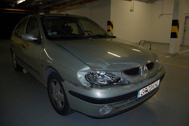 Renault Megane avariat 2000 Benzina Hatchback - 25 Ianuarie 2011 - Poza 1