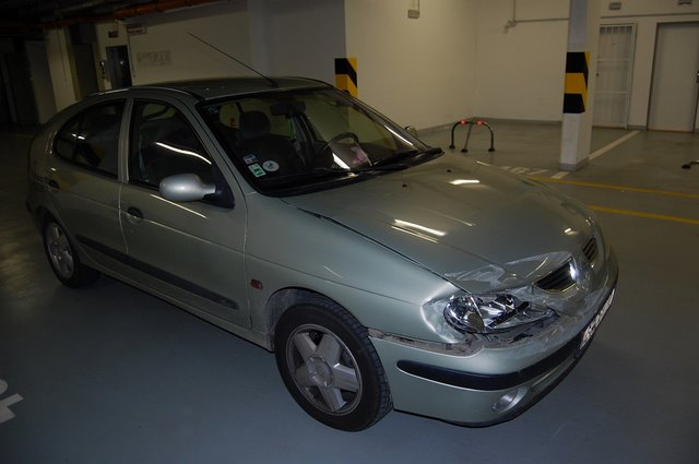 Renault Megane avariat 2000 Benzina Hatchback - 25 Ianuarie 2011 - Poza 3
