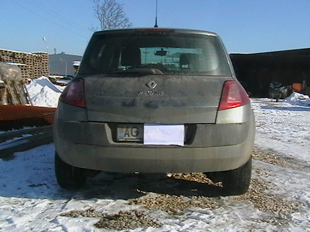 Renault Megane avariat 2005 Benzina Hatchback - 01 Februarie 2011 - Poza 3