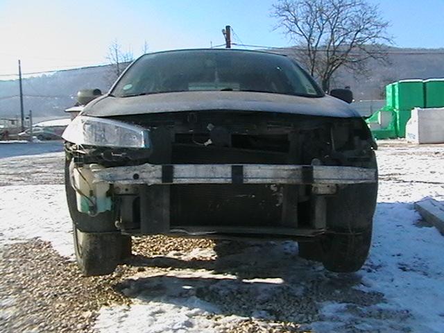 Renault Megane avariat 2005 Benzina Hatchback - 01 Februarie 2011 - Poza 1