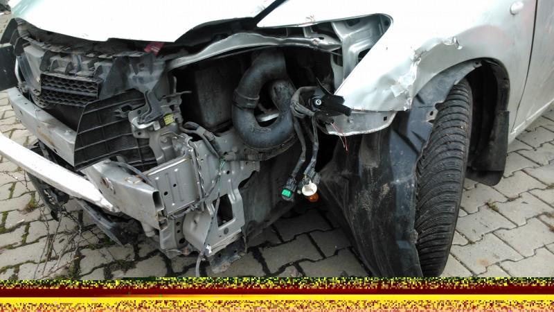 Vand Toyota Auris avariat - Poza 1